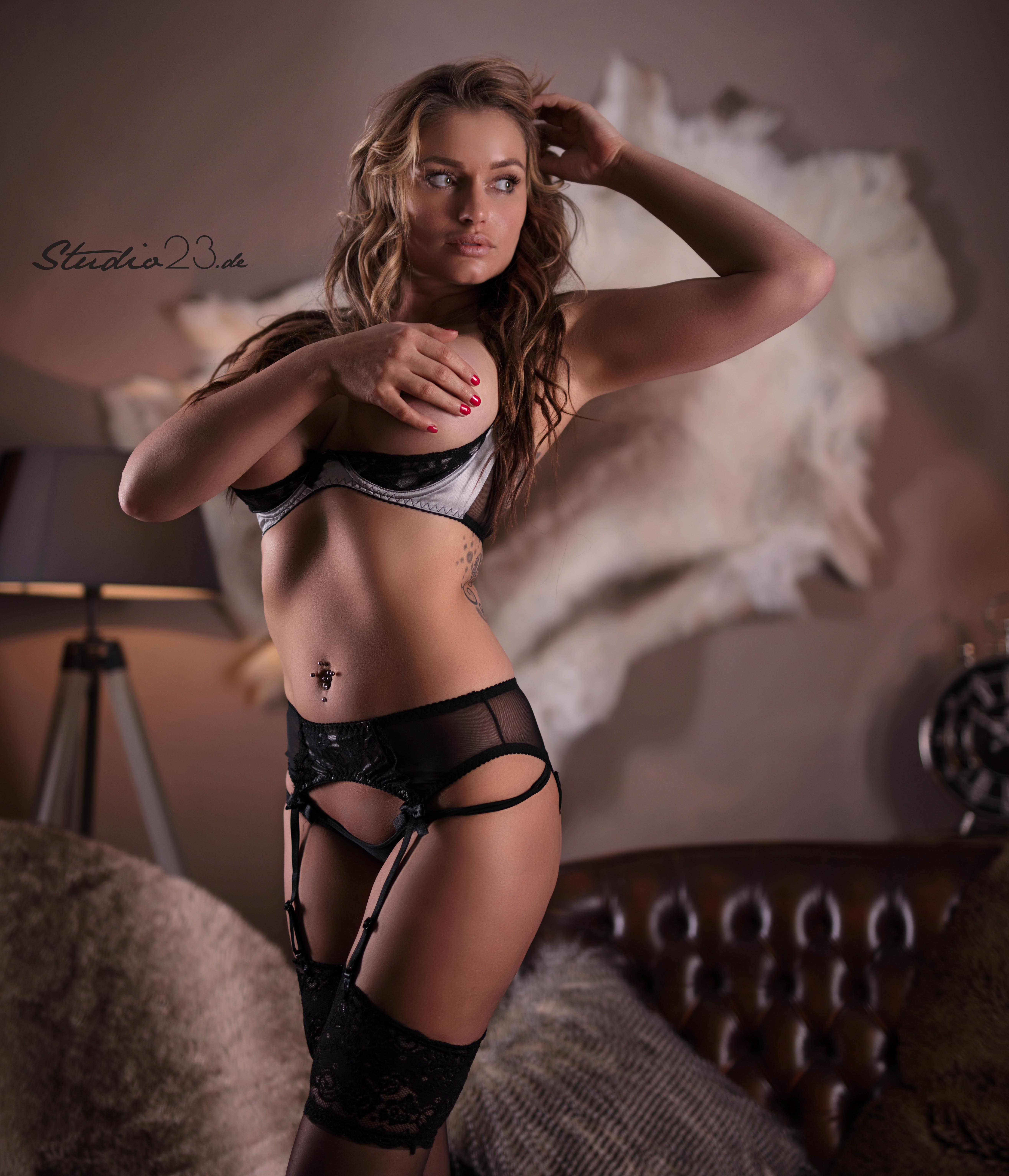 Julia neumann holly nackt