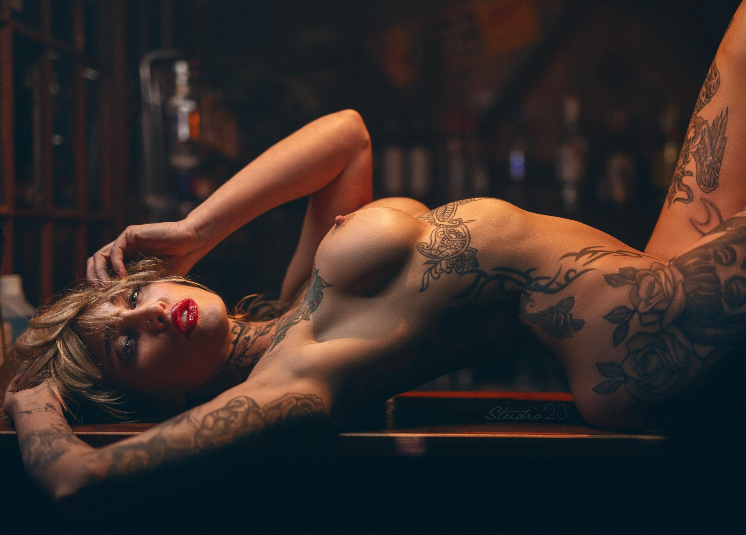 Tattooed gf porn and nude girlfriend pics